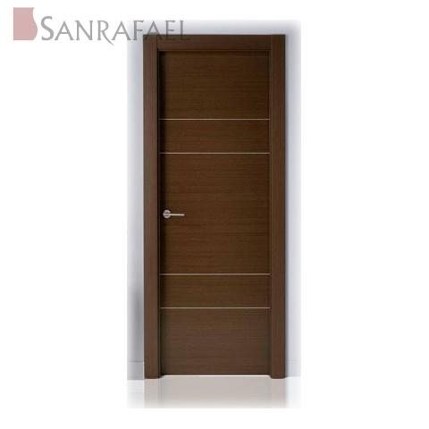 Puerta en madera wengue con l nea en plata envejecida for Puertas de madera para dormitorios
