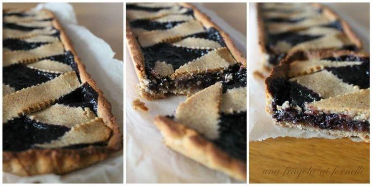 Una Fragola ai Fornelli: Crostata ai mirtilli neri e pasta di mandorle (vegan, senza glutine, senza zucchero)
