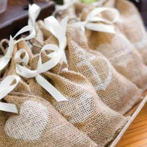 For your rustic, vintage, or outdoor baby shower, these themed burlap favor bags are an ideal shower favor.