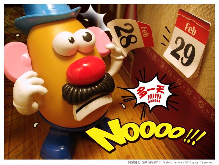 不得了!不得了!蛋頭先生撕掉228的日曆後,發現多了一張229的日曆,一向按表操課的他,似乎忘了四年一輪的這天。沒有工作、沒有安排,面對多出來的時間反而不知道如何是好了