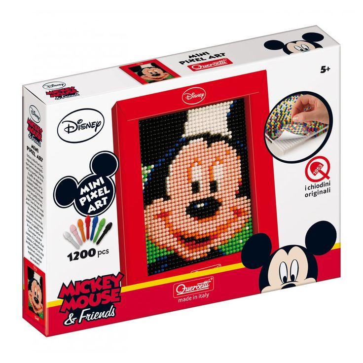 Mini Pixel Art van Quercetti. Daar ben je wel eventjes mee zoet. Je maakt namelijk Mickey of Minnie Mouse helemaal na met 1200 kleine gekleurde pinnetjes. Leg het voorbeeldsheet op het pinbord en steek de gekleurde pinnetjes op de juiste plek door het papier in het bord. Het voorbeeld sjabloon bestaat uit allemaal kleine gekleurde vierkantjes, die je kunt vergelijken met een pixel (dat is een gekleurd vierkantje waaruit een afbeelding op je computerscherm.  Als je dus een rood pinnetje in…