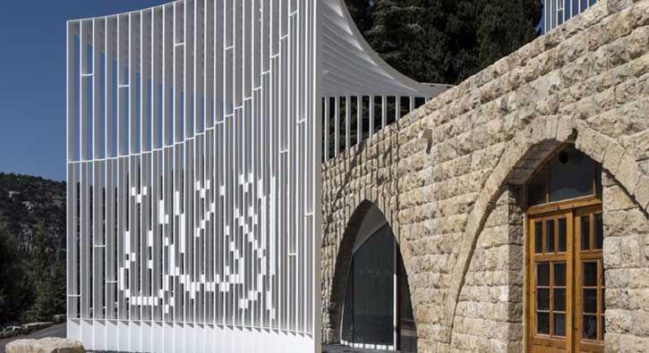 #DİZİ Yeni bir dini mimari, ama nasıl?: Lübnan'da, Shouf Dağı'nın kırsal kesimindeki Al-Moukhtarah'ta küçük bir cami var. Adı Amir Shakib…