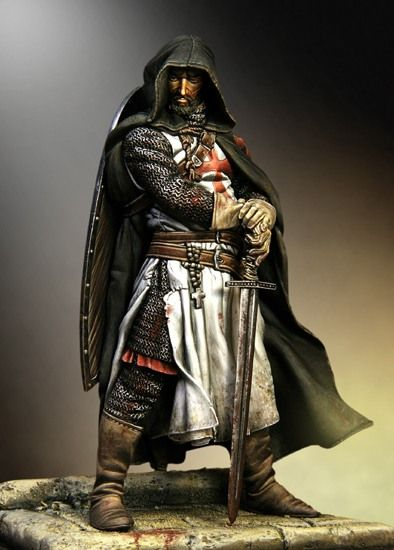 Templar in chain armour, dark green cloak and a two handed sword