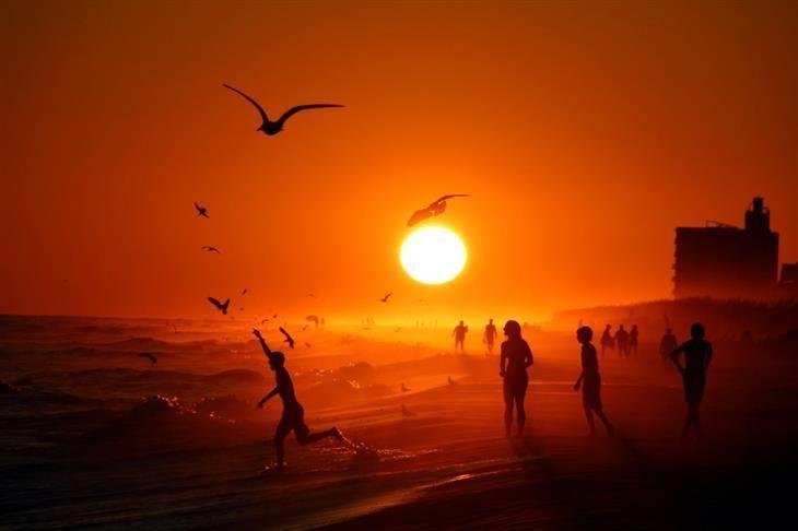 Por do sol na praia de Pensacola, Flórida, EUA