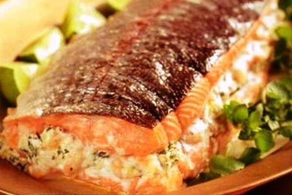 """Ай-да вкусняшка! По-царски вкусное блюдо из рыбы! Пальчики оближешь! """"Фаршированный лосось, запечённый в духовке"""" Рецепт смотрите здесь... http://vkusno-em.com/farshirovannyj-losos-zapechyonnyj-v-duxovke/"""
