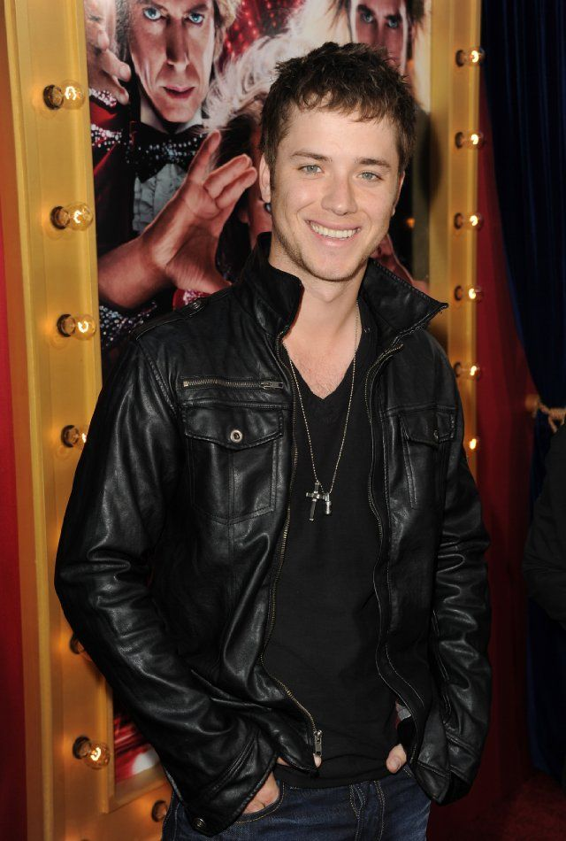 Jeremy Sumpter at event of The Incredible Burt Wonderstone-HUMINA HUMNIA, Peter Pan grew up...