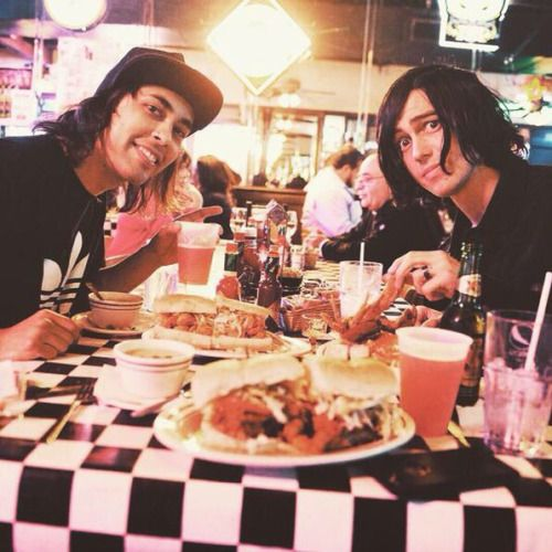 vic and kellin dating games