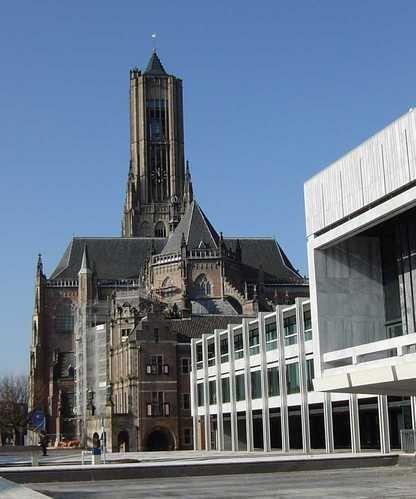 Eusebius kerk en gemeentehuis