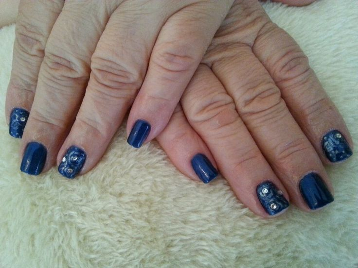 Smalto semipermanente e nail art con acrilico