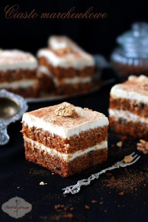 Pyszne ciasto marchewkowe - mięciutkie, wilgotne, z wyczuwalnym aromatem korzennym, przełożone pysznym kremem na bazie serka Philadelphia.