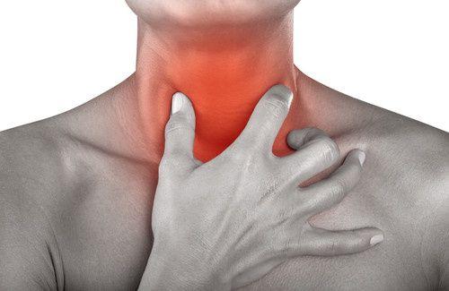 12 remèdes naturels pour les maux de gorge