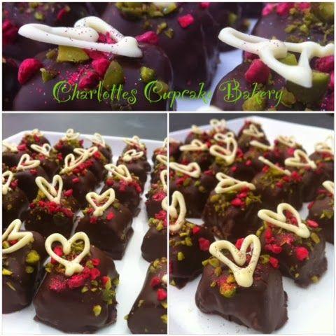 Charlotte's Cupcake Bakery : Marcipan konfekt m/kokos, pistacie og hindbær