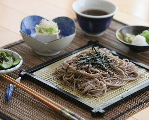 I Soba noodles sono deliziosi sia caldi che freddi. Non fa eccezione questa insalata di Karen Chan