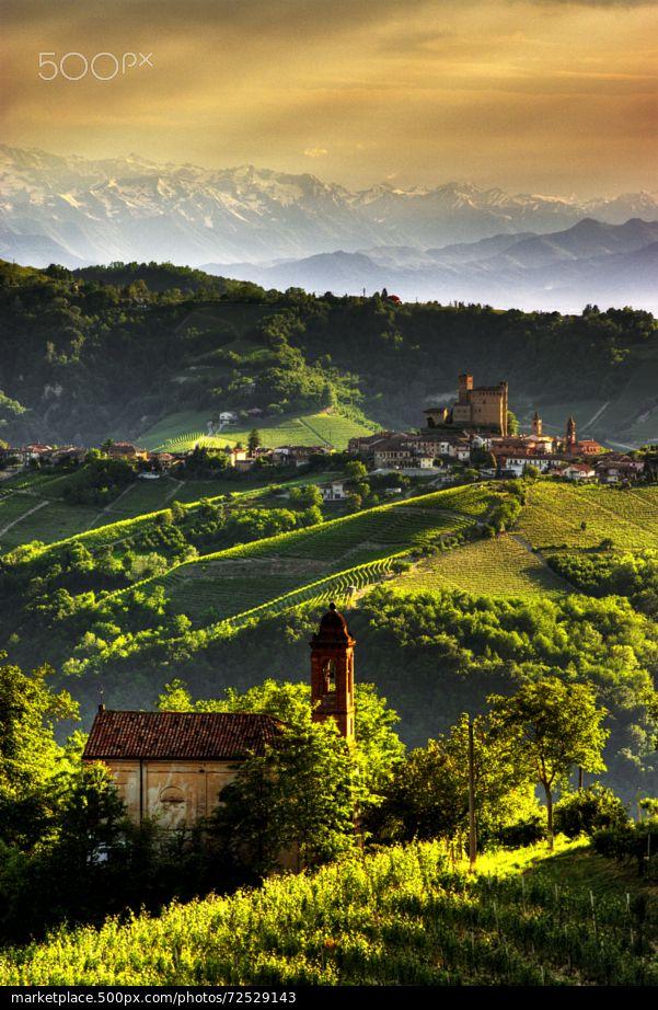 The land of wines - Serralunga d'Alba - Piedmont, Italy © Pier Giorgio Franco | 500px.com | #Piemonte #Italia #Piemont #Italien