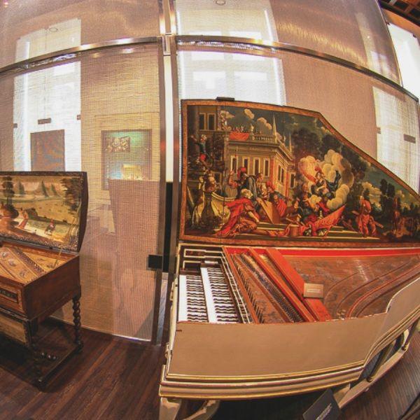 Nei musei della musica e degli strumenti sono esposti strumenti antichi.
