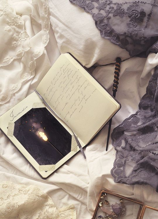 Hogwarts Notebook Cinemagraphs - Created by Daria KhoroshavinaYou can also follow her on Tumblr.