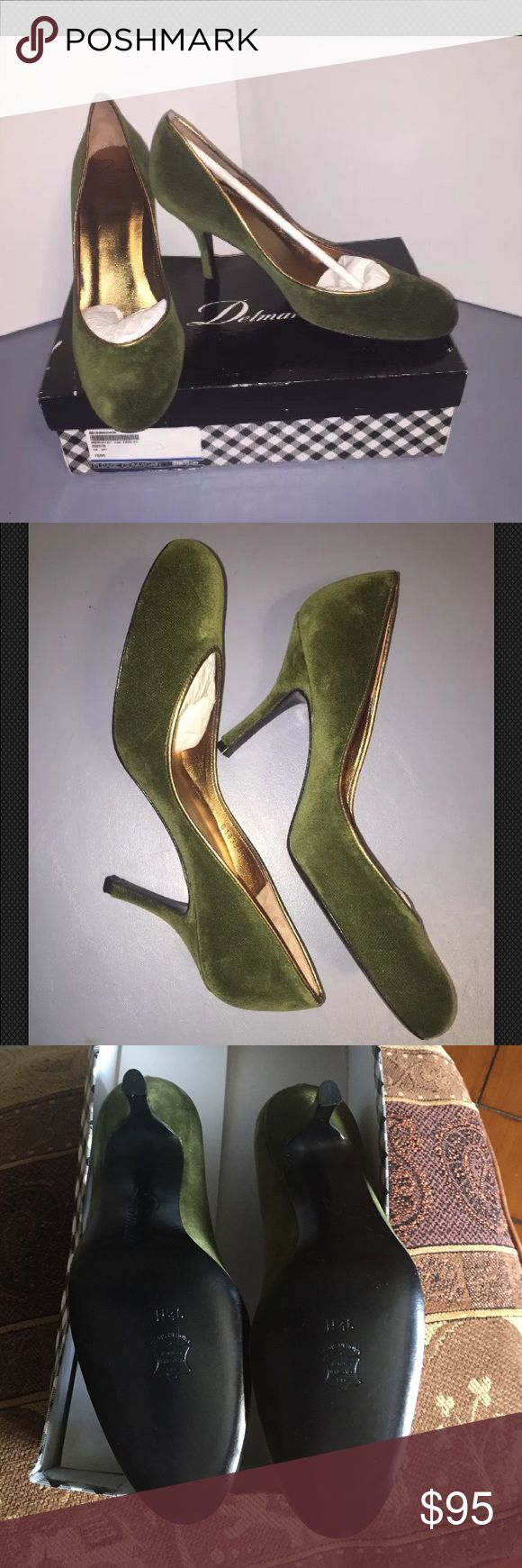 """Delman The Year-Va Mouse Velvet Deep Olive Pump Delman The Year-Va Mouse Velvet Deep Olive Round Toe Pump Siz 9.5B $399 Gorgeous.   Delman,        Stunning. Gold piping. Round toe makes them so comfy.   A dab of toe cleavage has a lot of sex appeal. So pretty on the foot. Equisite & comfy !   Size 9.5 Medium Width. Approx- 3"""" heel. Insole 10""""   I do my best to describe all my items . Please view all pictures as they are a large part of all descriptions . All items are from smoke free pet…"""