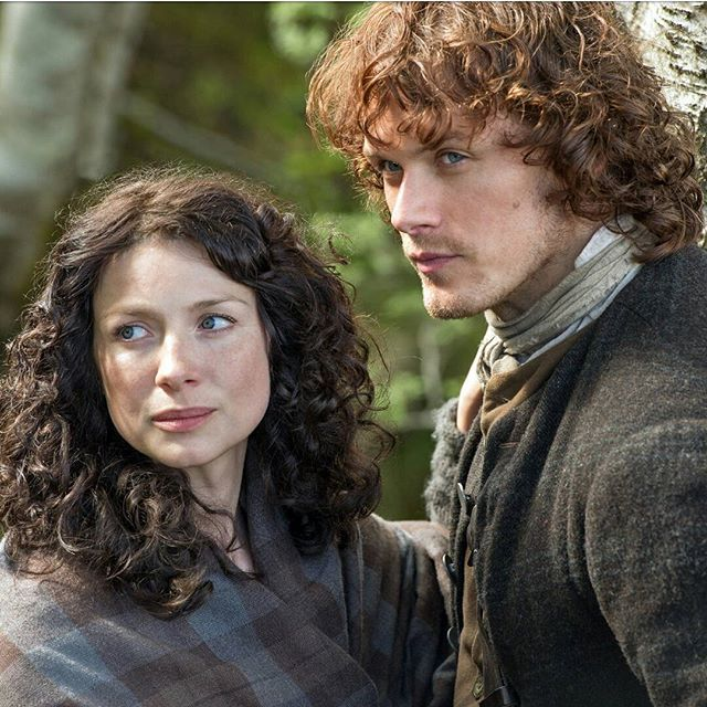 Caitriona Balfe (Claire Fraser) and Sam Heughan (Jamie Fraser) in Outlander on Starz