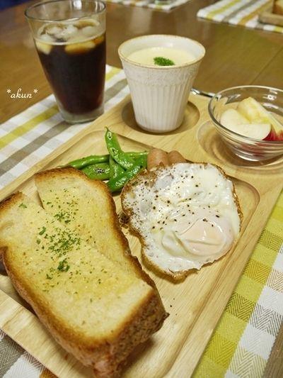 久しぶり。HBでガーリックトーストの朝ごはんと鮭弁当とかくれんぼ ...