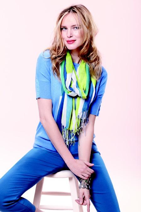Wrap it around your neck / Enroulez-le autour de votre cou #scarf #foulard #howto #howtoscarf #reitmans