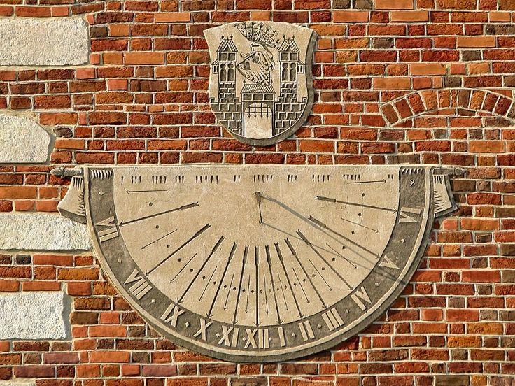 Sun Clock by Tomasz Podhalański