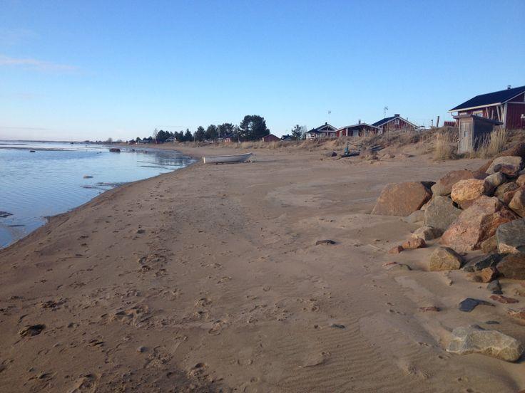 Kalajoen hiekkarantaa. Beach by the sea in Kalajoki. Photo by Laura Ruohola.