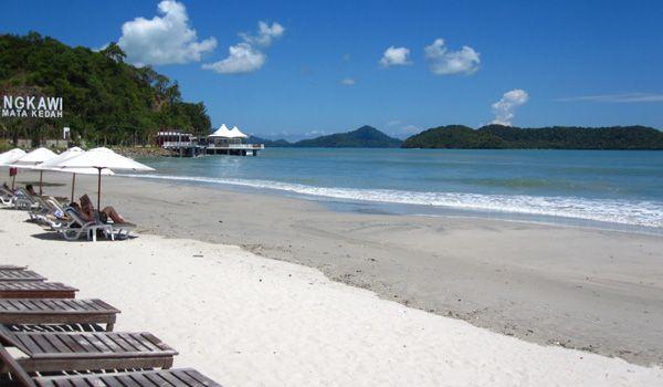 Pantai Cenang, Langkawi - Malaysia | Tiket pesawat ke Penang http://goo.gl/TlSz3N