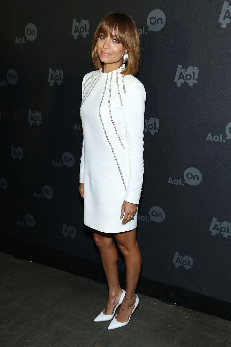 Who: Designer and TV personality Nicole Richie Height: 5'1.   Read more: http://stylecaster.com/short-celebrities/#ixzz3aHg1UARX