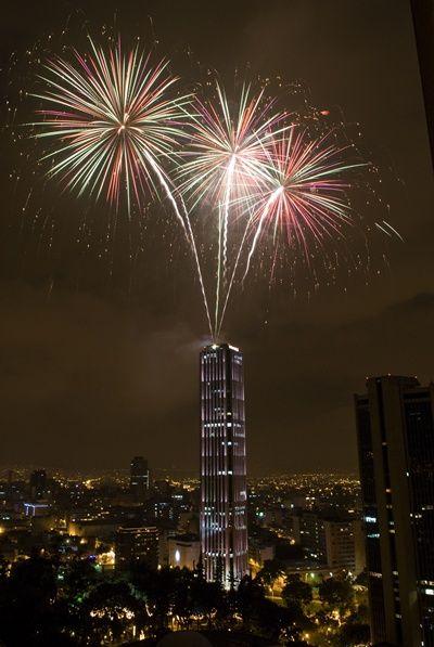 La fiesta y la alegría se tomaron a #Bogotá recibiendo el nuevo año con la mejor energía. http://ow.ly/sdDy6