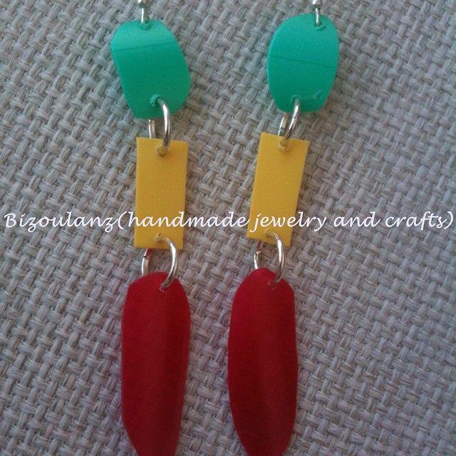 Recycled plastic earrings.  #recycled #plastic #earrings #plasticearrings #handmade #handmadeearrings #jewelry #handmadejewelry #upcycled #bizoulanz #plasticjewelry #madeingreece #ecofriendly #greenfashion #χειροποίητο #κόσμημα #σκουλαρίκια