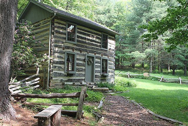 3 sisters log cabin in the blue ridge mountains of for Log cabin blue mountains