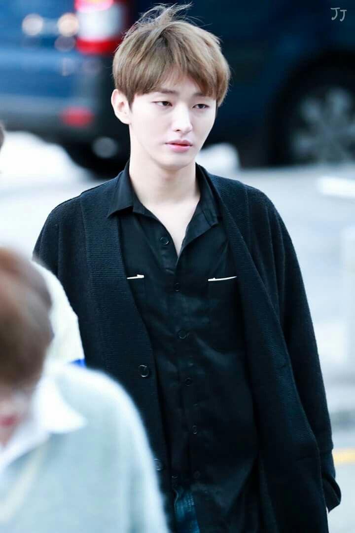 [HQ] 171012 Yoon jisung at ICN Airport Cr.on pic