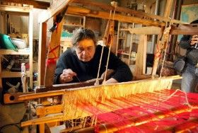 The loom, the way the old Cretans were weaving.