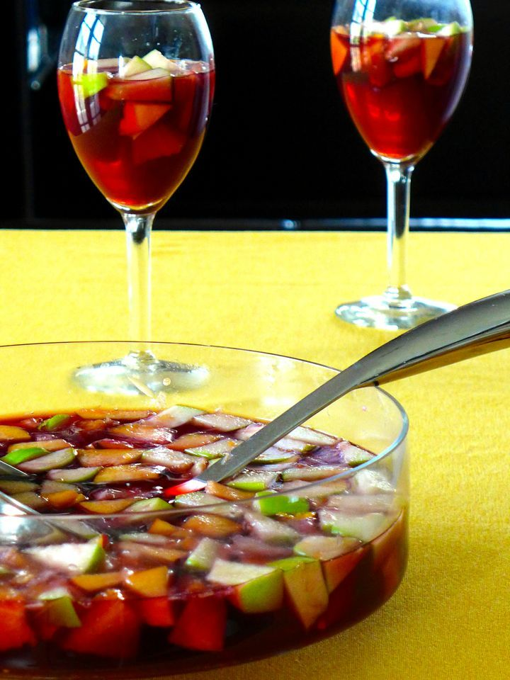 Sangria rhymes with festivity. Indeed, this drink is quite easy to prepare in large quantities and has a lower alcohol content.