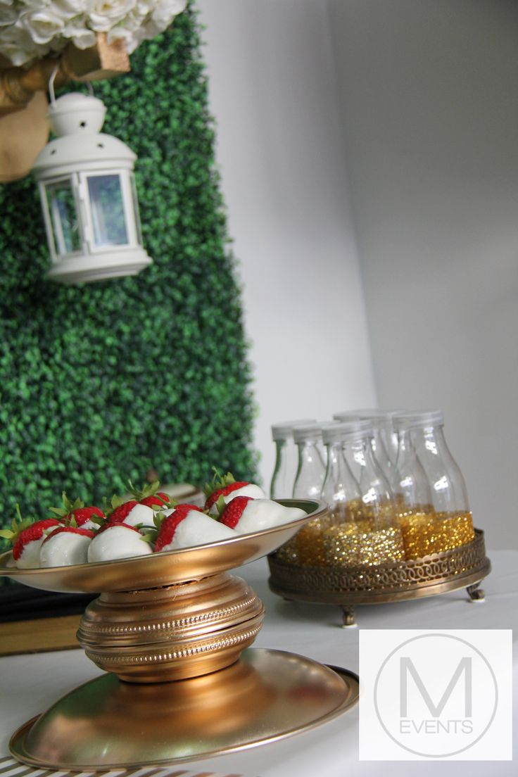 Gold glitter mini milk bottles (made to order).Gold dish with white chocolate strawberries. Great for all occasions such as weddings ,drink station and dessert bar.For more information on products or your next event contact info@meventssydney.com.au