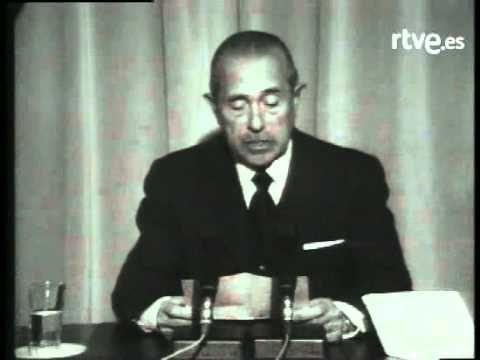 Anuncio de la muerte de Franco. Hasta entonces titulado Caudillo de España. Dictador desde el 39 hasta el 76 (46 años)