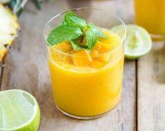 Smoothie brûle-graisse ananas, mangue et citron vert : http://www.fourchette-et-bikini.fr/recettes/recettes-minceur/smoothie-brule-graisse-ananas-mangue-et-citron-vert.html
