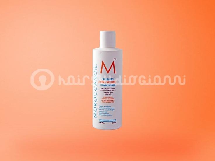 Balsamo Extra Volume per capelli sottili Moroccanoil  Contiene olio di Argan antiossidante e sostanze nutrienti per rivitalizzare, detergere, districare e ridonare corposità. Dona ai capelli lucentezza, gestibilità e movimento, rendendoli al contempo facili da mettere in piega.  Per saperne di più:  http://www.hairstudiogianni.com/Moroccanoil/Moroccanoil-Conditioner-Extra-Volume-250ml-per-capelli-sottili.html