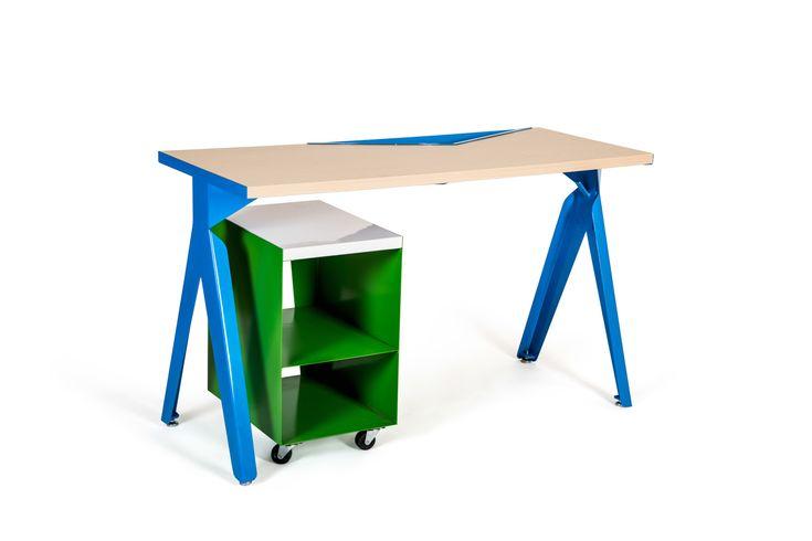 Los diseñadores Andrea Saldaña, Erika Villegas, Korina Leal y Luis Escalante trabajaron de la mano de la empresa Ofimodul para generar una colección de mesas de trabajo para espacios de aprendizaje.
