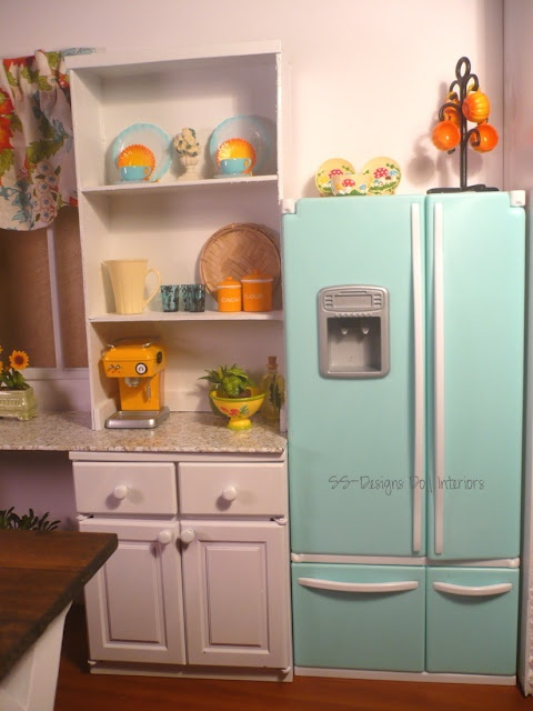 Barbie kitchen - I love the aqua (re-ment?) fridge.