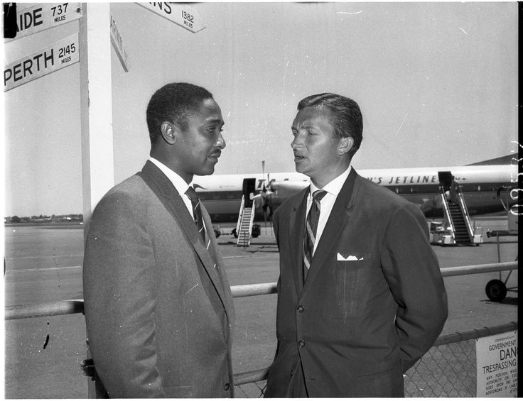 Captain of the West Indies cricket team, Frank Worrall, and Australian captain Richie Benaud. Sydney International Airport, 24 November 1960. Australian Photographic Agency collection, Mitchell Library, State Library of New South Wales.
