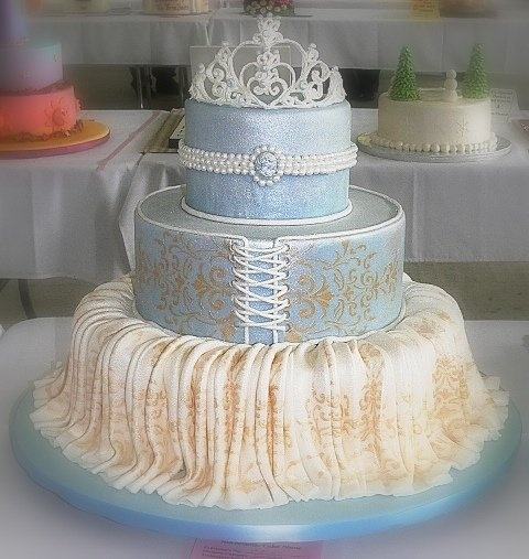Cakes on pinterest frozen birthday cake elsa doll cake and birthday