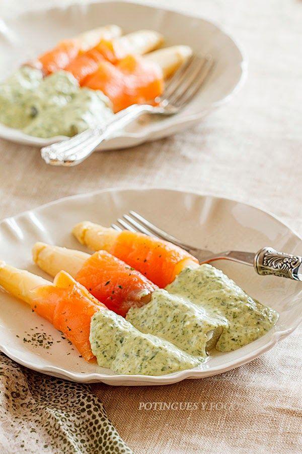 POTINGUES Y FOGONES: Espárragos con salmón y salsa crema de espinacas