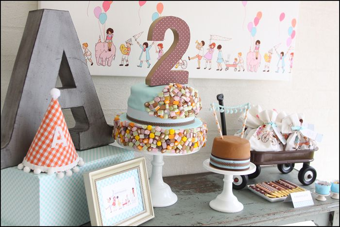 Such sweet vintage retro birthday party ideas here...could see this as a baby shower theme as well