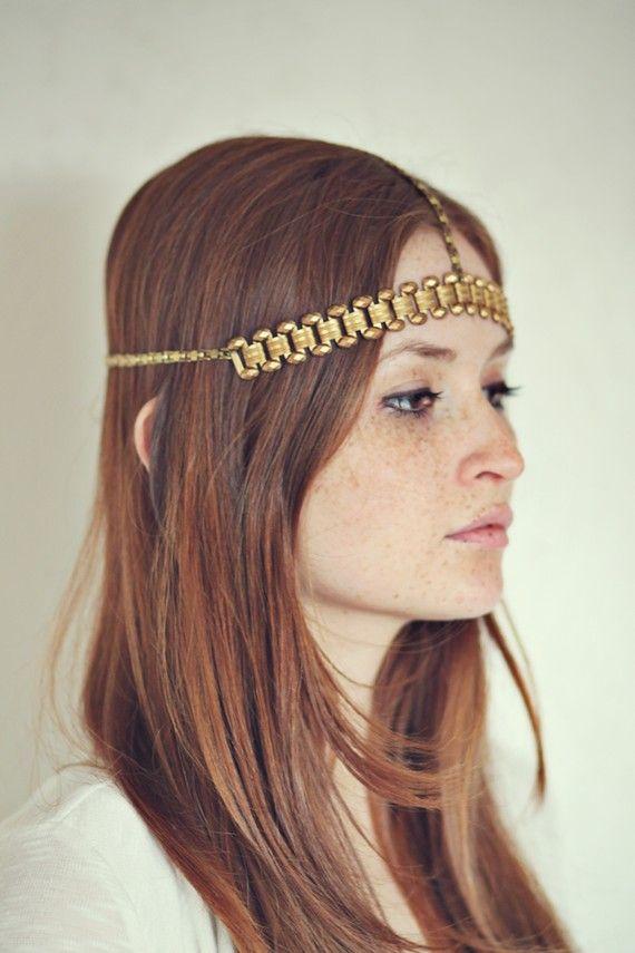 Love this gold headband - effortless but stunning.