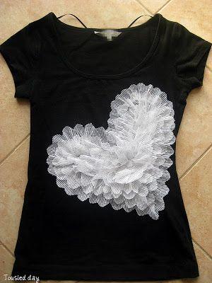 manualidad facil diseño de corazon en una camiseta