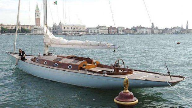 Spirit 54, le bateau de James Bond dans Casino Royale
