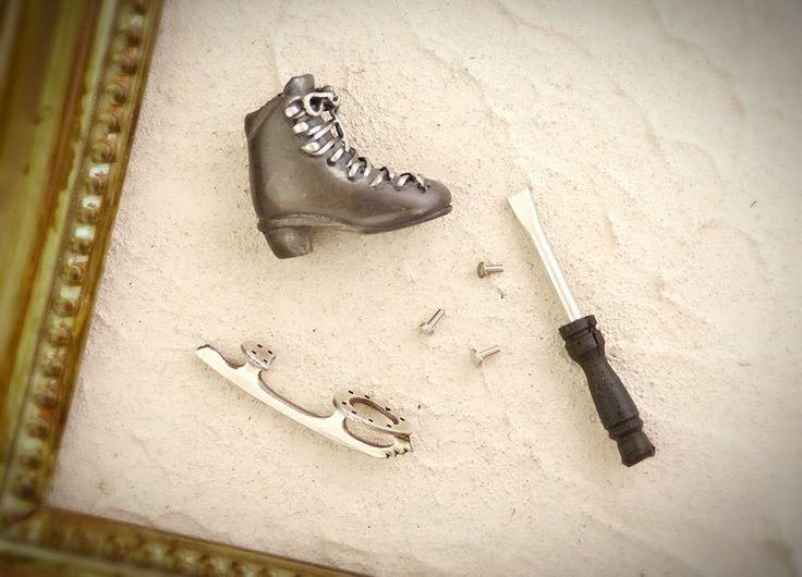 イトザクラ ⛸再販お知らせアカウント @itozacra_n  12月1日 案外ブレードが好評だったので、ミニチュアスケート靴ブレード取り付けセットを作ってみました🛠♪ これ、ちょっとワクワクしませんか〜⛸