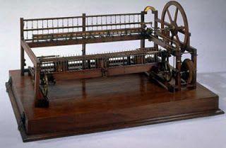 La Mule Jenny fue inventada en 1779 por Samuel Crompton. Se trata de una mezcla entre la Jenny y la Water frame, que funcionaba con energia hidraulica y producia hilo fuerte pero delgado que era conveniente para cualquier clase de textil. Andrés de Miguel.