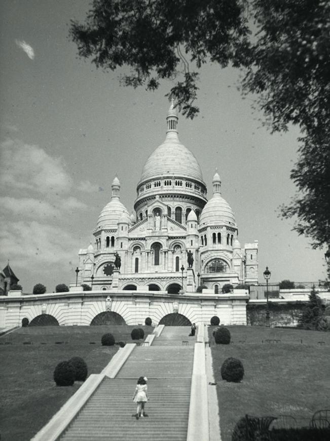 Meisje op weg naar de Sacré-Cœur - Parijs - Vintage Photo Naarden : Vintage Photo Naarden